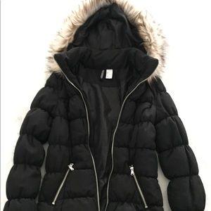 Jackets & Blazers - H&M Black Puffer Jacket with Faux Fur Hood 🌟NWOT